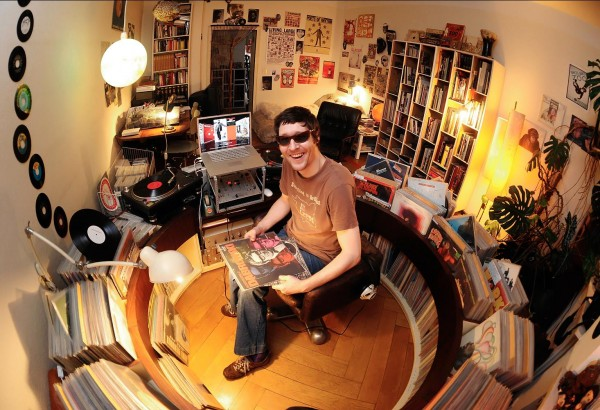 Rod Skunk sitting in his famous Plattenkreisel