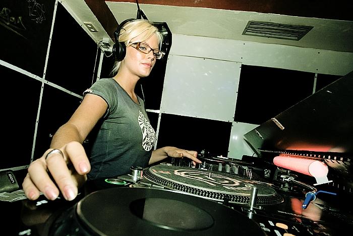 Women and Vinyl 04
