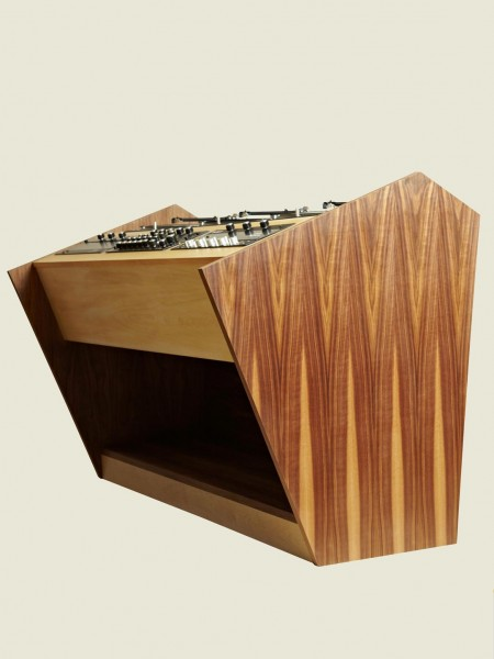 Three Deck Console 02